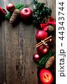 林檎とクリスマスツリーのフレーム 黒木材背景 44343744