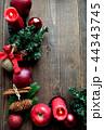 林檎とクリスマスツリーのフレーム 黒木材背景 44343745