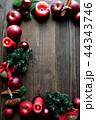 林檎とクリスマスツリーのフレーム 黒木材背景 44343746