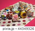 カラフルな折り紙の風船 44349326