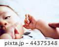 赤ちゃんの手 44375348