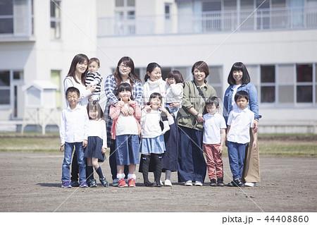 母と子供たち 44408860