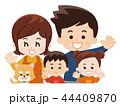 仲良し親子とペットの犬 秋服 44409870