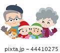 祖父母と孫とペットの猫 冬服 44410275