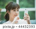 女性 スマートフォン 検索の写真 44432393