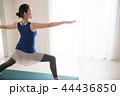 ヨガをする若い日本人女性 44436850