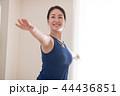 ヨガをする若い日本人女性 44436851