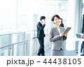 タブレット ビジネスウーマン 女性の写真 44438105