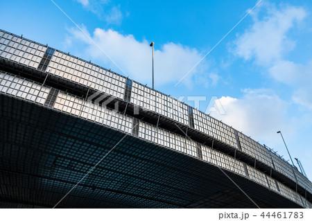 高速道路の補修工事  首都高両国ジャンクション 2018.10 a-2 カーブと青空  44461783