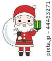 プレゼントと袋を持つサンタクロース 44463271
