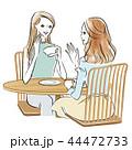 カフェでおしゃべりする女性2人のイラスト 44472733