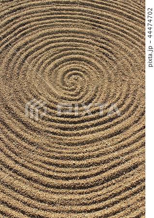 日本庭園の砂紋 うずまき 44474702