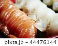 サーモンと白身魚の握り寿司 44476144