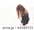 悩める女性 44489725