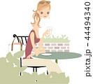 カフェ 女性 コーヒーのイラスト 44494340