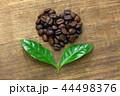 コーヒー豆と葉っぱ、フェアトレードイメージ 44498376