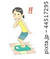 体重を測る女性(驚く) 44517295