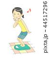 体重を測る女性(喜ぶ) 44517296