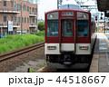 近鉄津新町のホームから、急行列車の松阪行き 44518667