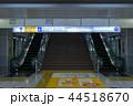 東京モノレールの羽田空港駅、エスカレーターと階段 44518670