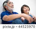 シニア 夫婦 家族 寄り添う 高齢者 44523970