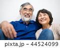 シニア 夫婦 家族 寄り添う 高齢者 44524099
