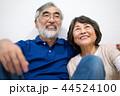 シニア 夫婦 家族 寄り添う 高齢者 44524100