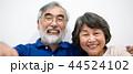 シニア 夫婦 家族 寄り添う 高齢者 44524102