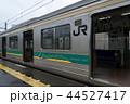 ドアを開いて浜川崎駅に停車中の205系1000番台、尻手行き 44527417