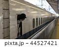 名古屋駅14番線ホームを出発するのぞみ156号東京行き 44527421