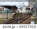 近鉄津新町駅を北側の踏切から眺める 44527424