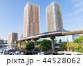 ビル街を走る東京モノレール 44528062