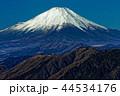 丹沢表尾根・三ノ塔から眺める冬の富士山 44534176