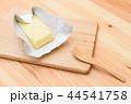 バターをカット 44541758