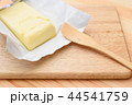 バターをカット 44541759