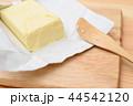 バターをカット 44542120