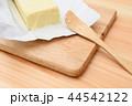 バターをカット 44542122