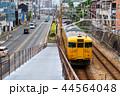 尾道駅を出た電車 44564048