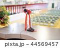 ステージ上の演台(マイク&壇上花) 44569457
