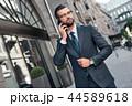 ビジネスマン 携帯電話 人々の写真 44589618