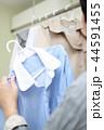 梅雨 (洗濯物 室内干し エアコン Tシャツ 屋内 空調 雨天 悪天候 衣類 服 ファッション) 44591455