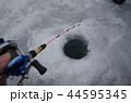 氷上穴釣り 44595345