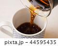 コーヒーを淹れる 44595435