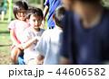 公園で遊ぶ子どもたち 44606582