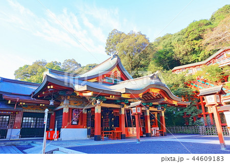 朝日を浴びる秋の祐徳稲荷神社(佐賀県鹿島市) 44609183