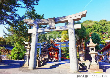朝日を浴びる秋の祐徳稲荷神社(佐賀県鹿島市) 44609190