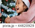 クリスマスを楽しむ家族 44620929