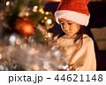 クリスマスを楽しむ子供 44621148