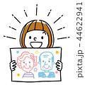 イラスト素材:似顔絵を見せる女の子 44622941