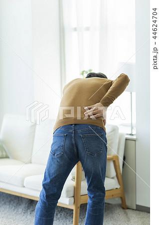 中年男性 腰痛 44624704